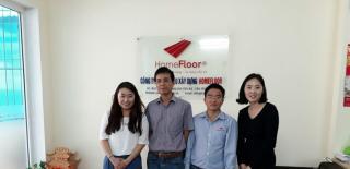 Đại diện đối tác từ Hàn Quốc làm việc với công ty Homefloor