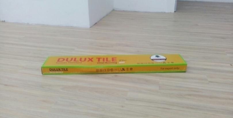 Sàn nhựa hèm khóa Dulux plus mã DL3402