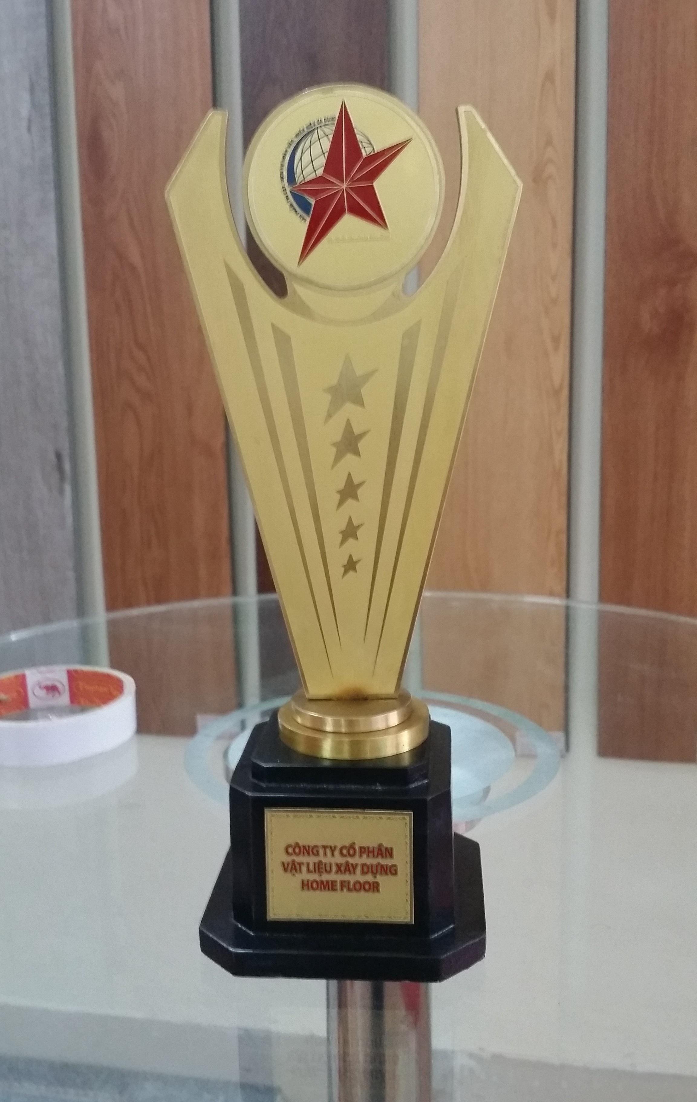 Cup-vang-thuong-hieu-san-nhua-han-quoc